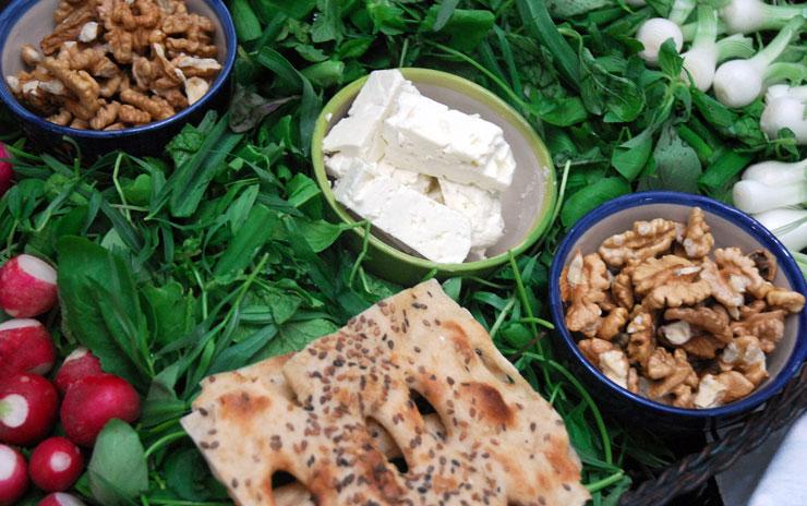 پیش غذا نان و پنیر و سبزی