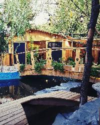 کافه و باربیکیو کلبه چوبی